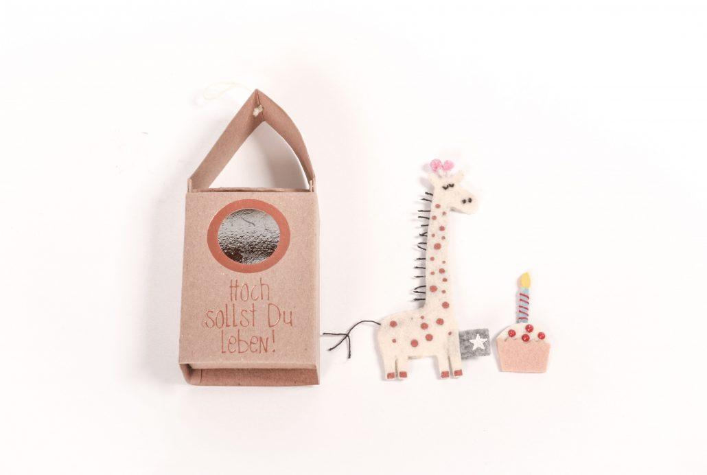 Giraffe und Kuchen Stofffigur